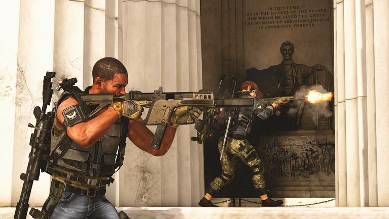 Πιστολίδι με φόντο το Lincoln Memorial.