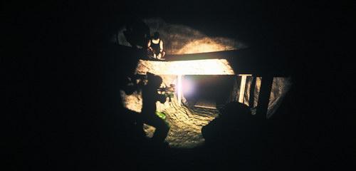 Στο Pitch Black mode, όλοι κυνηγούν τον Riddick στο σκοτάδι...