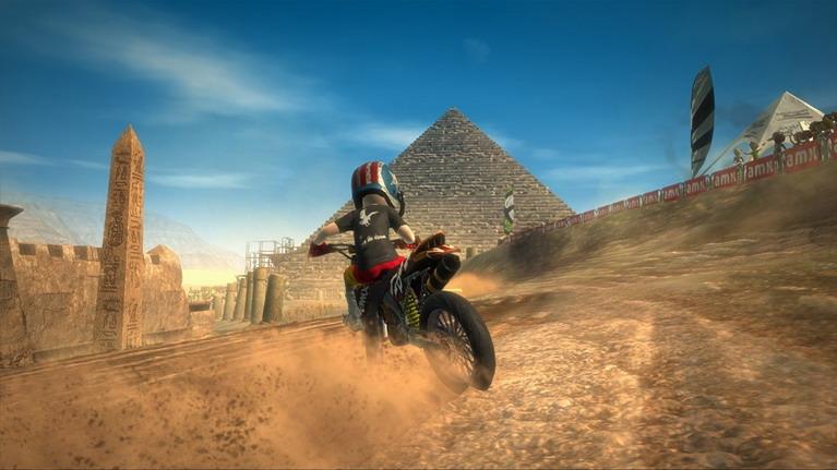 Στο Motocross Madness δεν θα βρείτε πινακίδες, αλλά... πυραμίδες!