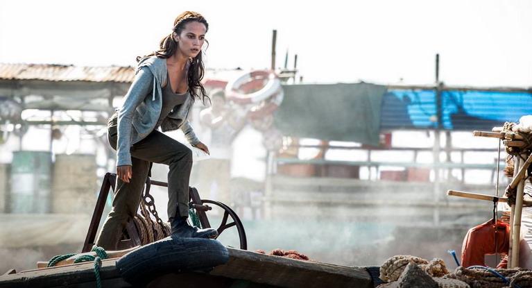 Lara Croft χωρίς κυνηγητό δεν γίνεται.
